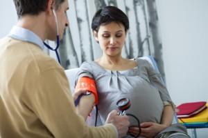 prendre la tension sur une femme enceinte
